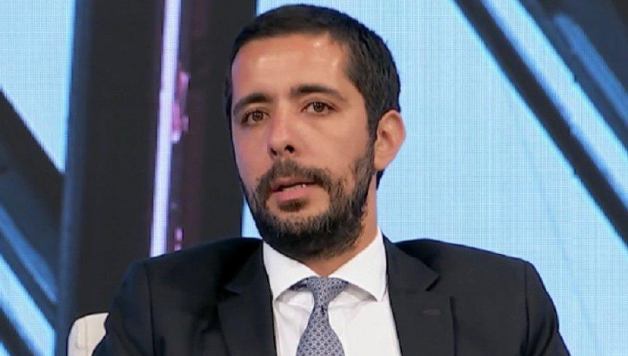 На српски министер му се слоши за време на работен настан- еве ги деталите