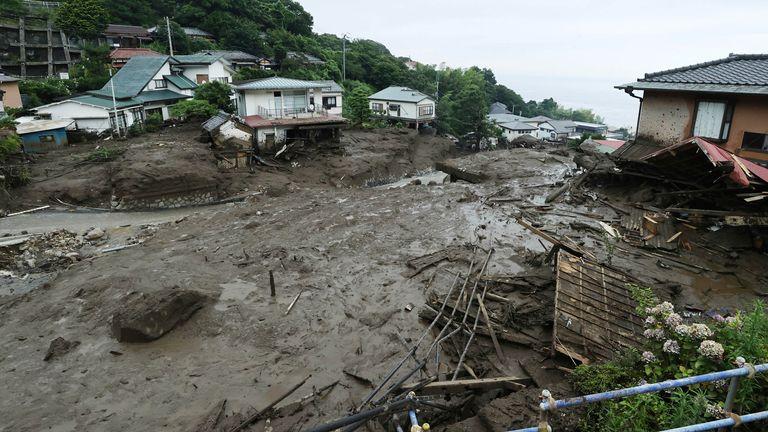 24 лица се уште се водат како исчезнати при свлечиште во Јапонија