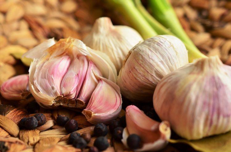 Сигурно не ви се допаѓа како мириса, но толку е здрав што мора да јадете лук