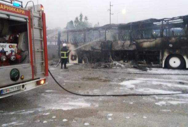 Два автобуса изгореа во пожар во Кавадарци