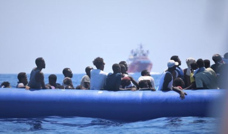 Франција спаси 42 мигранти на брод во Ламанш