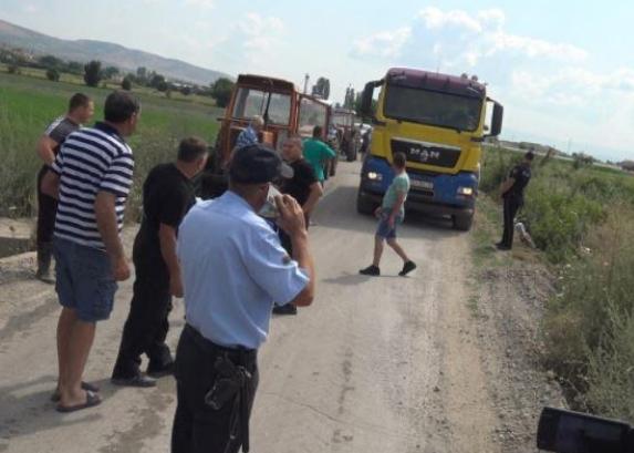 Земјоделци ја блокираа изградбата на експресниот пат Штип-Кочани