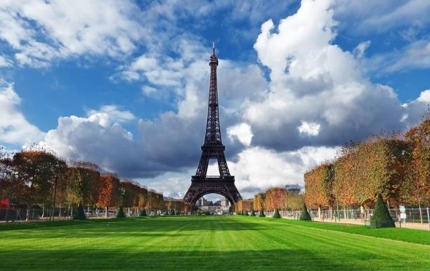 Франција ги заострува мерките за жителите и туристите, нови правила за посета на знаменитости