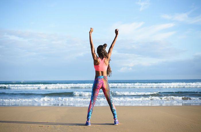 Нема опуштање ни на ПЛАЖА! Пет совршени вежби во БИКИНИ кои ќе го извајаат вашето тело