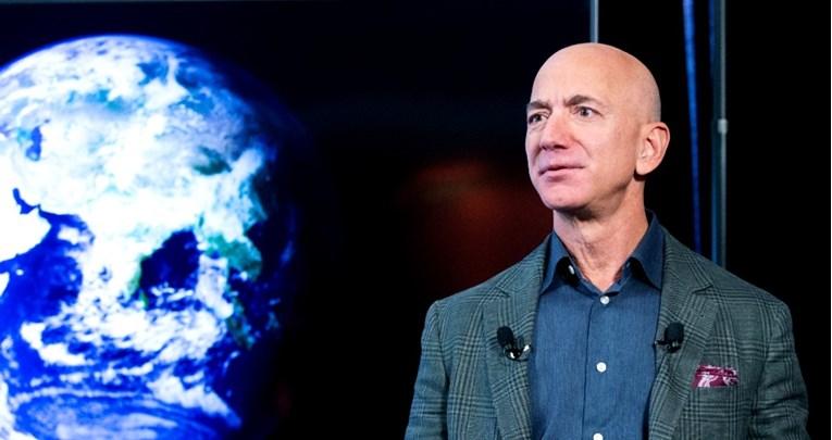 Безос нуди две милијарди долари за да се врати во трката за Месечината