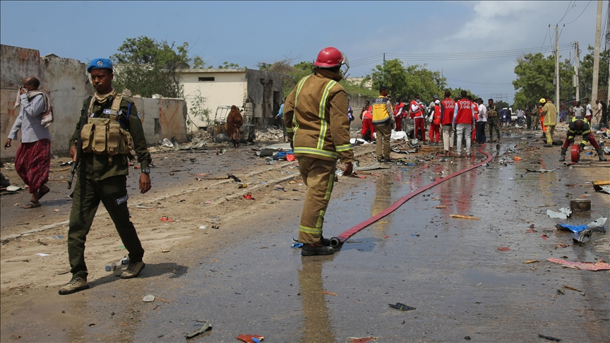 ВИДЕО: Ужас во Африка- комбе во кое се превезувале фудбалери експлодира- најмалку четворица загинати