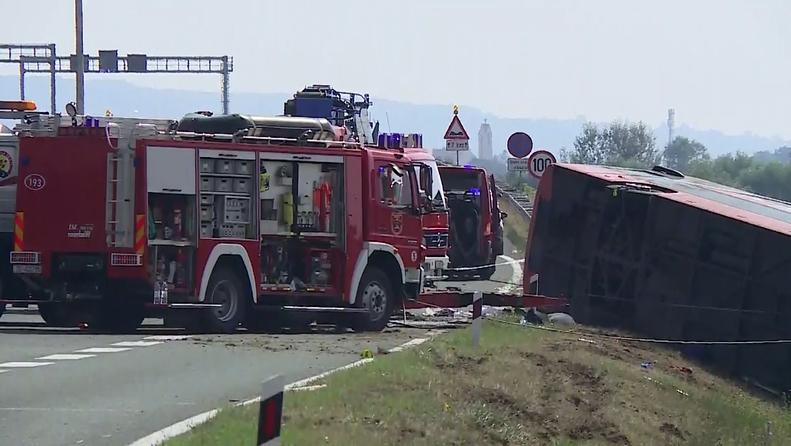 Загинаа девет патници и еден од возачите, девојче меѓу тешко повредените