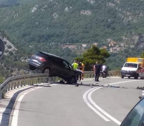 Тешка сообраќајна несреќа кај Будва, има и загинати (ФОТО)