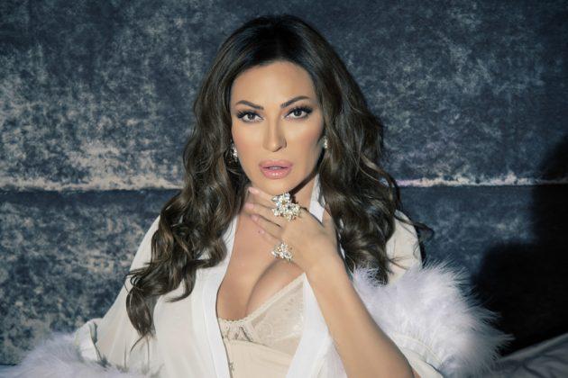 Мало невнимание на Цеца ја разбуди фантазијата на фановите: Пејачката ја покажа долната облека на себе (ФОТО)