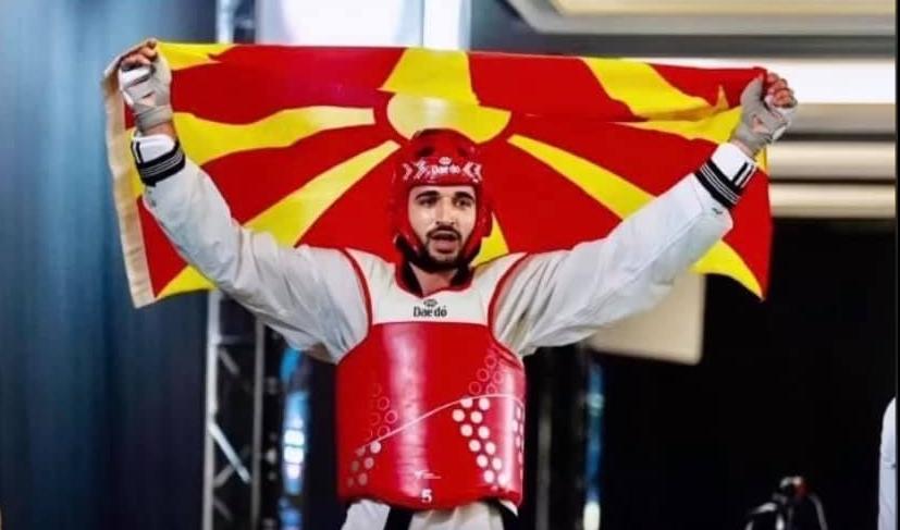 Без да спомне Македонија, Македонец, македонски: АМС му го честита успехот на Дејан