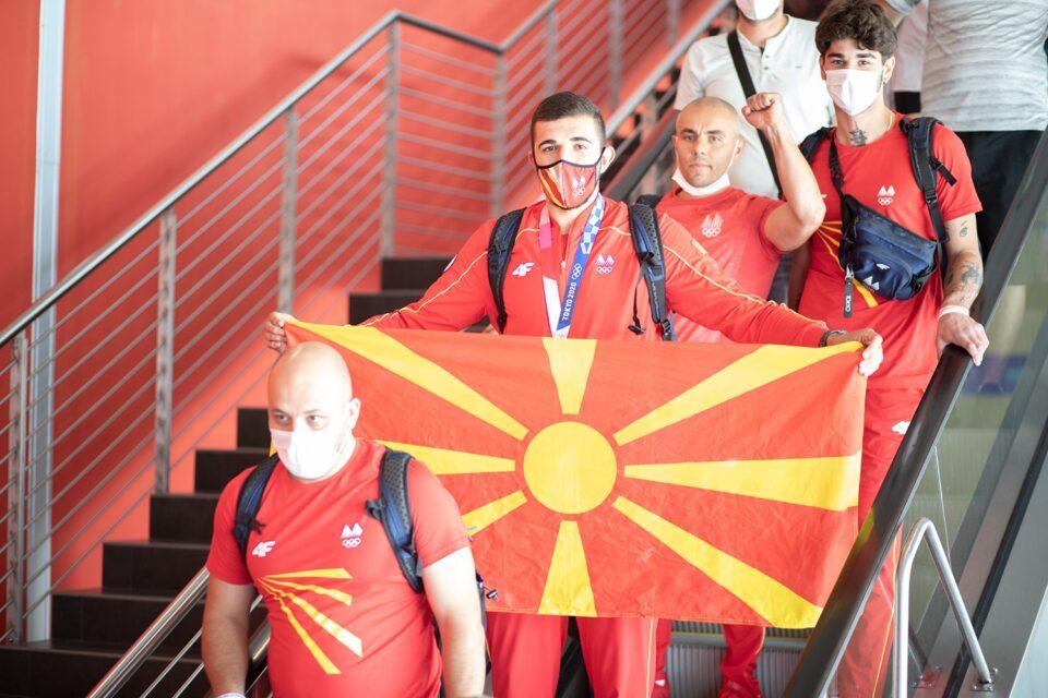 Тренерите на македонскиот олимпиец Георгиевски се огласија за поканата да бидат предводници на церемонијата за Илинден