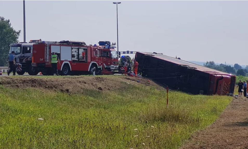 Најнова вест за превртениот автобус: Неофицијално 10 загинати…