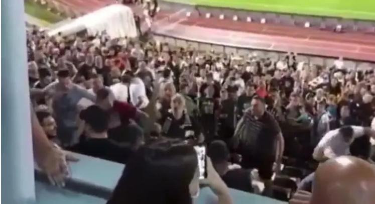 Хаос во Белград – Половина од навивачите го навредуваа Вучиќ, другата половина пробуваше да ги смири (ВИДЕО)