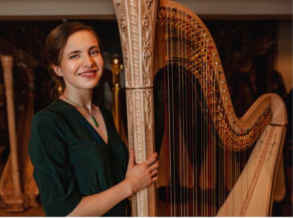 """Француска вечер на """"Охридско лето"""" со солистичкиот концерт на харфистката Елоиз Карлеан-Џонс"""