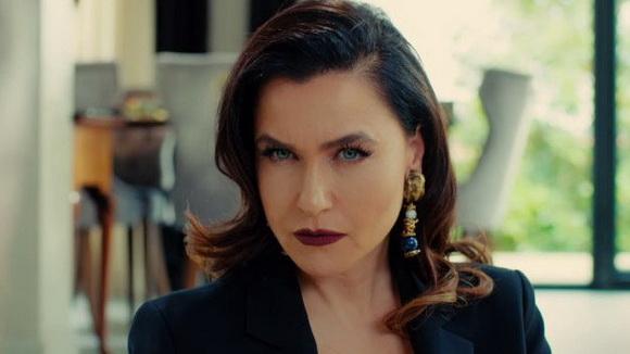 Турската актерка згодна и во петтата деценија од животот: Еве што уловија папараците на плажа (ФОТО)