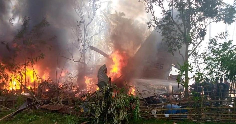 """Во несреќата на филипинскиот воен авион """"Ц-130"""" досега загинаа 31 војник, 50 се спасени"""