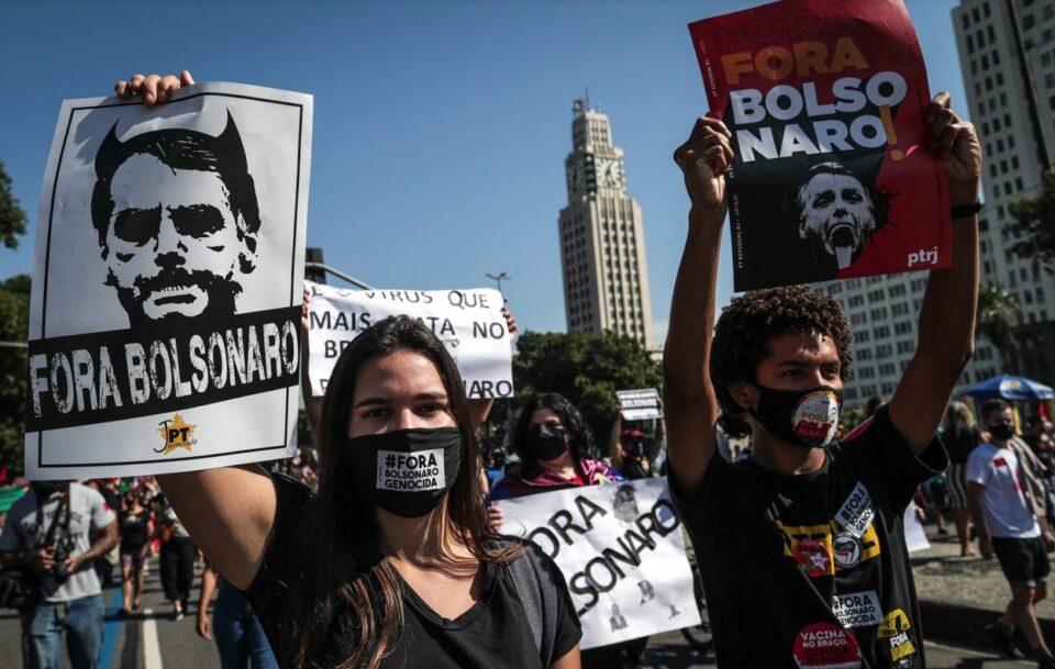 Истрага за корупција со вакцини: Илjадници Бразилци протестираа против претседателот Болсонаро