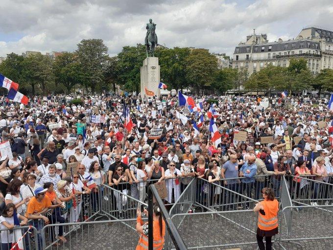 Демонстрации во Франција против здравствениот пасош и вакцинацијата