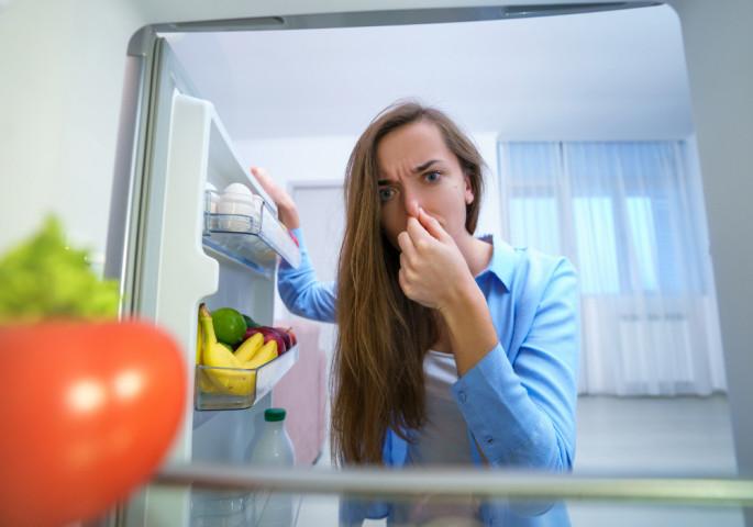 Имате непријатна миризба во вашиот фрижидер? 5 евтини и брзи начини како да се ослободите од неа!