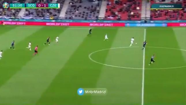 ВИДЕО: Ова е најубавиот гол на Европското првенство, постигнат од половина терен