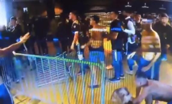 Нестварни сцени од Копа Либертадорес – играчите на Бока фрлаа метални огради
