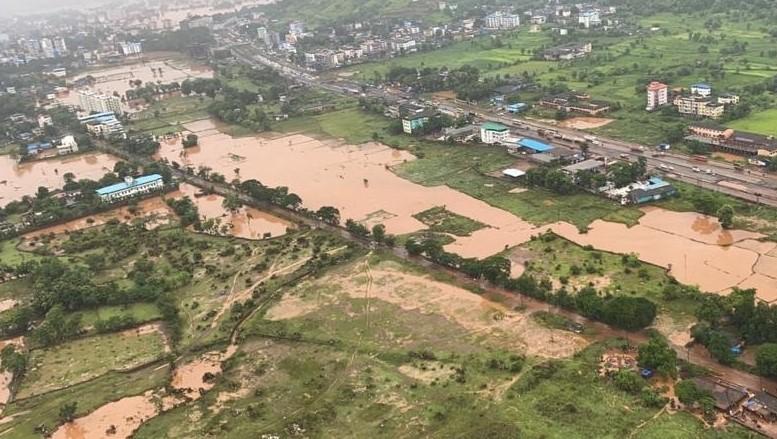Починаа повеќе од 160 лица, голем број заробени – монсунските дождови во Индија направија хаос