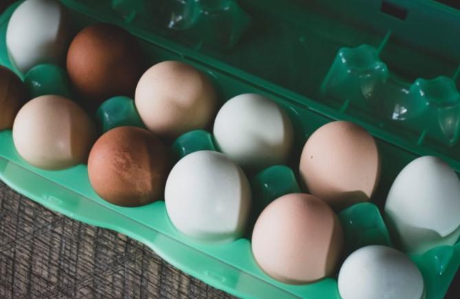 Дали знаете: Која е разликата помеѓу белите и кафените јајца?