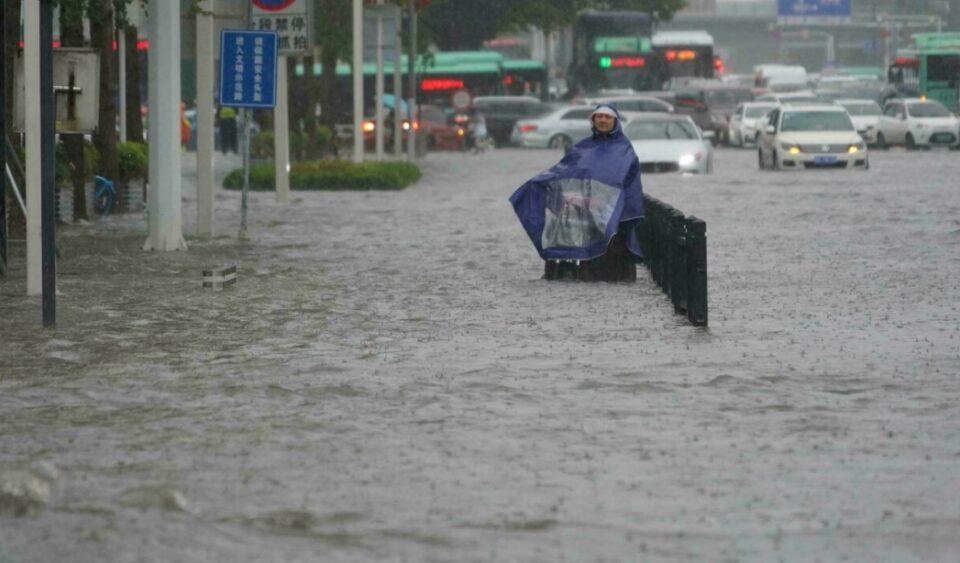 Обилни дождови во централна Кина, 12 загинати