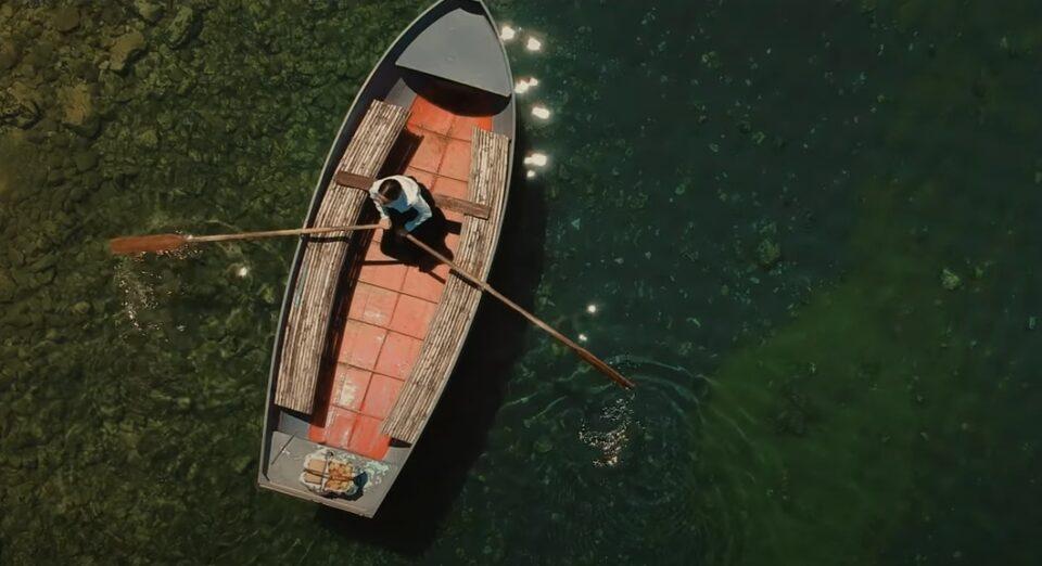"""""""Лихнида кајче веслаше"""" во едно поинакво светло – прекрасна изведба на битолчанецот Никола (ВИДЕО)"""