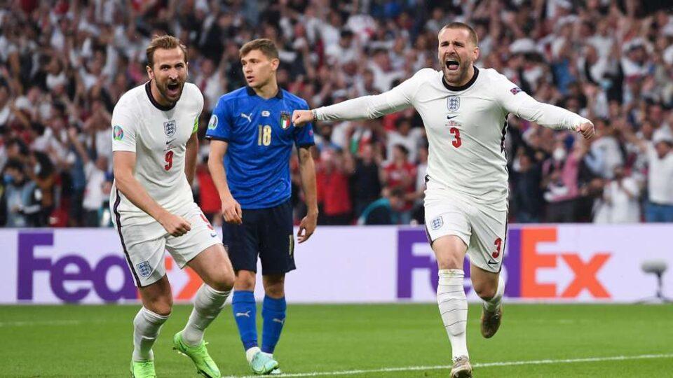 Лук Шо ужива на Миконос, но не сам: Случајно или не, со него е трансфер метата на Јунајтед