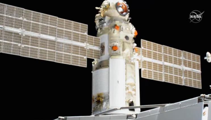 """По 15 години одложување, рускиот научен модул """"Наука"""" стигна до Меѓународната вселенска станица"""