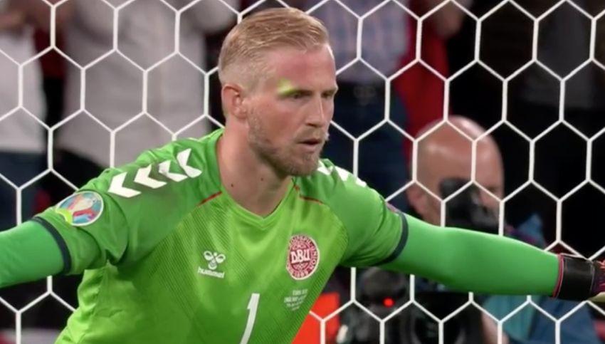 УЕФА покрена постапка против Англија за ласерите во лицето на Шмајхел (ВИДЕО)