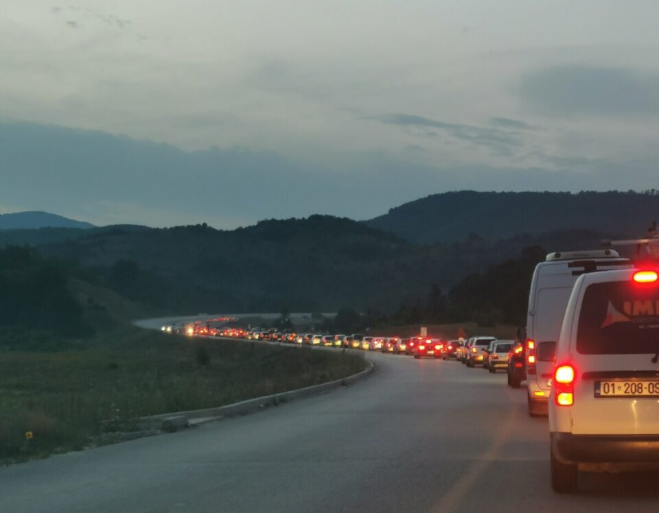 ФОТО: Тешка сообраќајна несреќа со загинати на патот Охрид – Кичево