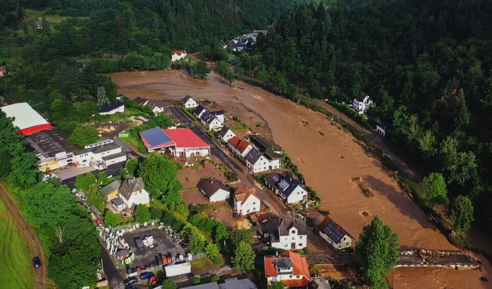 ВИДЕО: 11 жртви во поплавите во Белгија, во Германија над 1.000 се водат за исчезнати