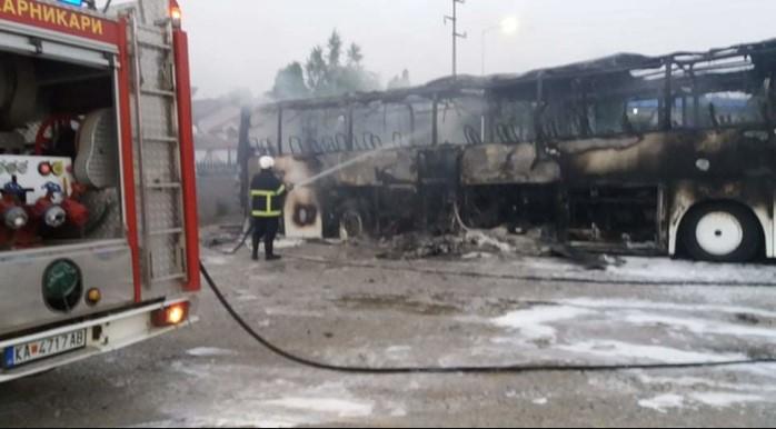 Три автобуси изгореа во пожар во Кавадарци