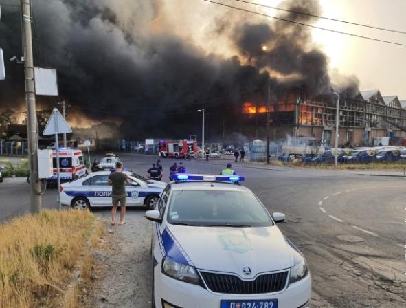 ВИДЕО: Голем пожар во магацин во Белград