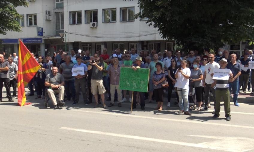 Земјоделците со предупредувачки протест во Прилеп, бараат исплата на сите ветени средства