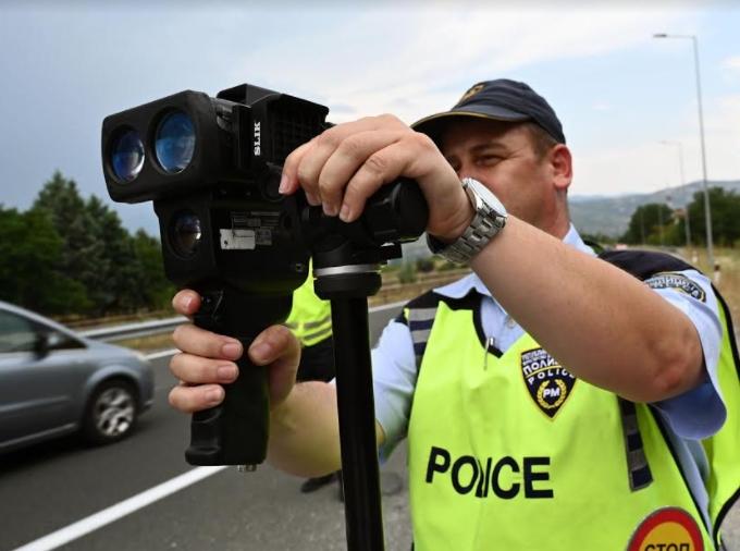 Радарите активирани: Казнети 93 возачи за брзо возење на автопатот Куманово-Скопје-Велес