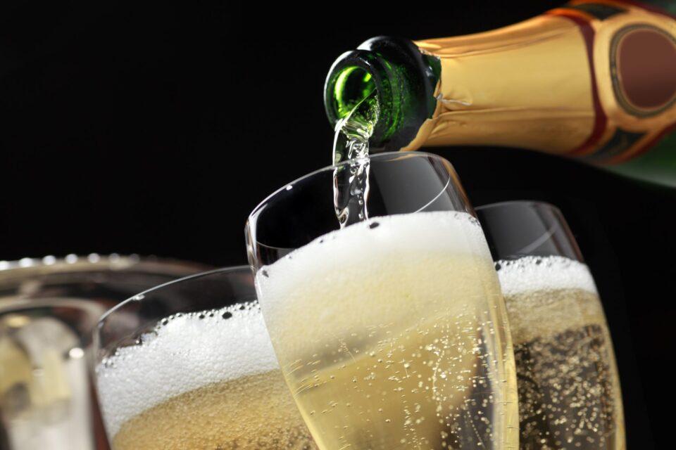 Франција и Русија во кавга за пијалак: Чиј е шампањот?!