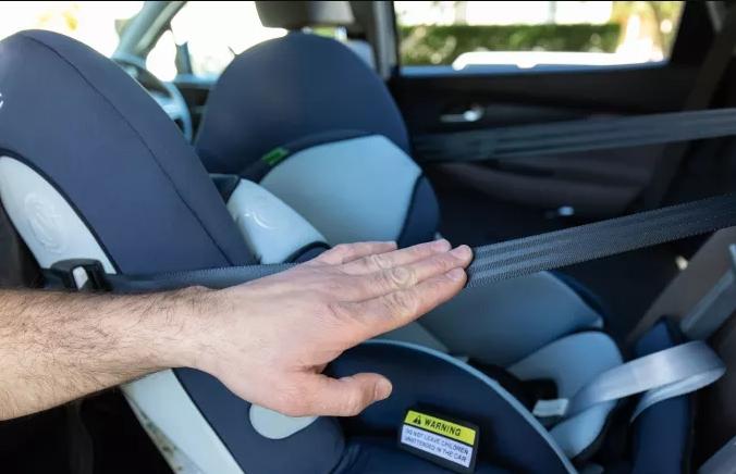 ПАТУВАЊЕ СО ДЕТЕ: Кое место во автомобилот е најбезбедно за вашето малечко?