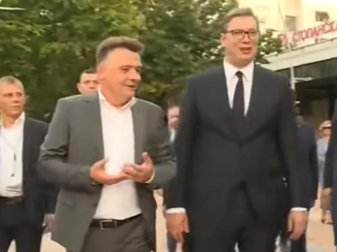 """Шилегов се обиде да му се потсмева на Горан Весиќ: """"За 3 месеци реконструирав улица а тој не може цела година"""" – Вучиќ му возврати: """"Ние за 4 години град изградивме"""""""