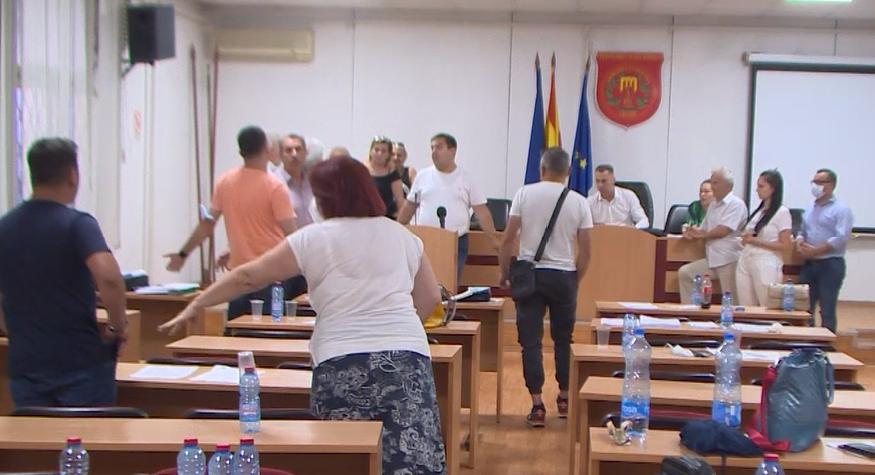Советниците на СДСМ од Гази Баба бараа отстранување на снимател за јавноста да не види како шверцерски се носи ребаланс на буџетот