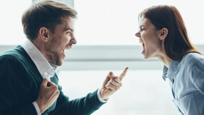 Пет причини зошто луѓето остануваат во токсична врска