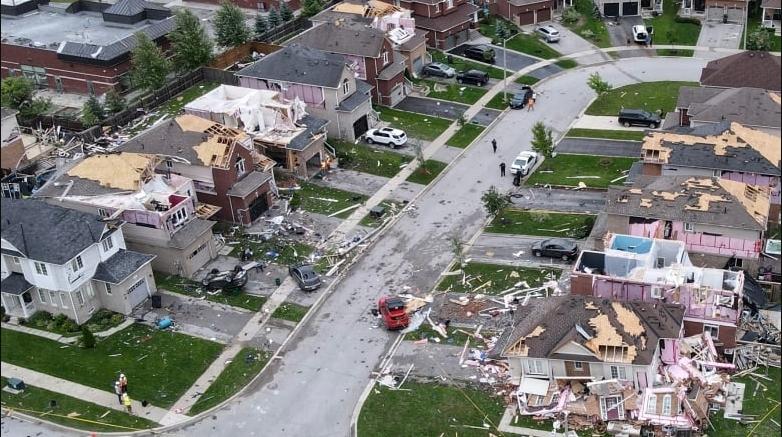 ВИДЕО: Пустош во град во Канада по разорно торнадо, повредени луѓе и уништени згради