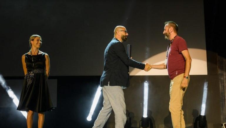"""""""М"""" на Вардан Тозија награден во Пула: Марко среде свет обземен со вирус си ја бара својата мајка"""