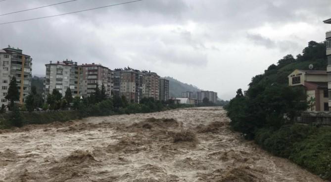 Поплави во Турција, загинаа најмалку две лица