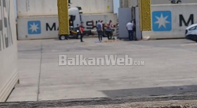Запленети 11 килограми кокаин во Драч: Бил сокриен во контејнер со банани