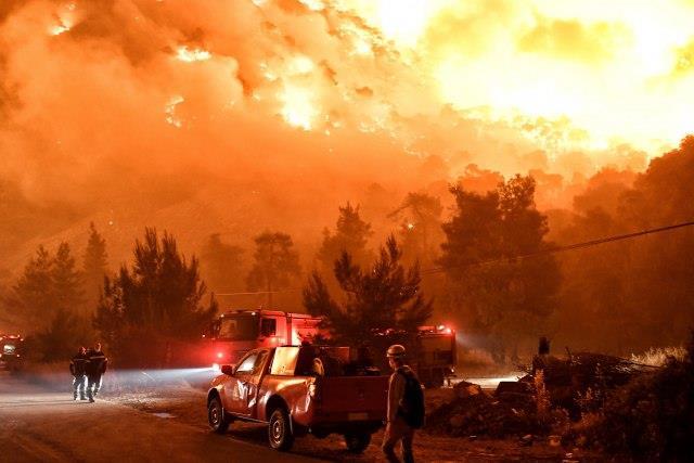 Видео: Грција во пламен