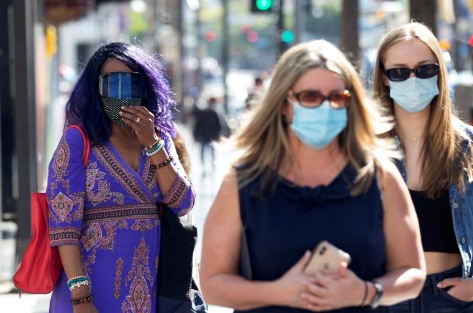 Заштитните маски се враќаат во Лос Анџелес поради зголемен број заразени