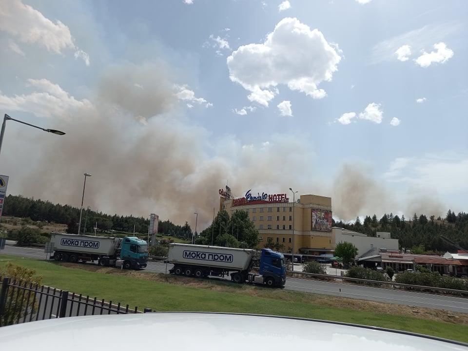НАЈНОВИ ДЕТАЛИ: Граничниот премин се уште затворен, струјата е исклучена во околината, автомобилите се пренасочуваат преку Дојран